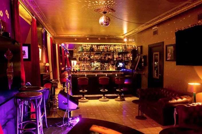 viladomat 208 gentlemens club